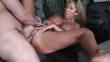 MILF MORGAN RAY IN THE OFFICE