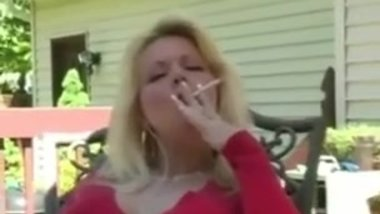 Super sexy milf smoking