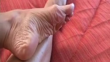 MILF's Long Toenails and Wrinkly Mature Soles