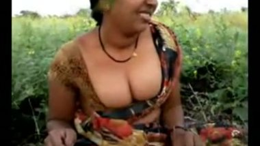Desi Aunty Exposes Her Choot Outside