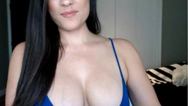 LOOK MY LITTLE CLEAVAGE