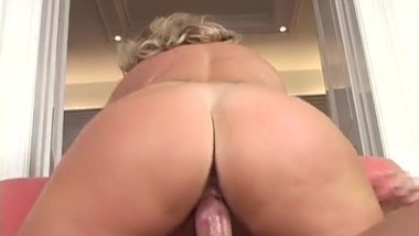 Lucky young man fucking a hot blonde cougar when coming back home !