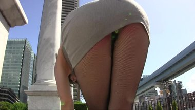 Candid asian MILF in tight minidress upskirt thong flashing in the street !