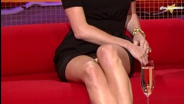 Amanda Holden Massive upskirt so sexy