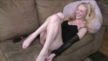 2TickleAbuse - Daisy Tickles Herself