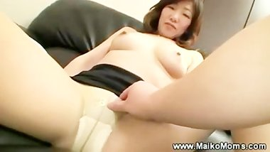 Mature japanese maiko seduces man