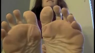 Annabelle Flowers - Perfect Mature Oiling Her Beautiful Soles Pt.2